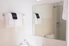 21_Bathroom_1